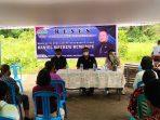 Wakil Ketua DPRD Minut Daniel Matthew Rumumpe (DMR) saat menggelar reses masa persidangan III tahun sidang II tahun 2021, di Desa Likupang 1, Kecamatan Likupang Timur.