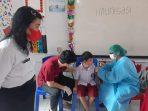 Pelaksanaan Imunisasi Rubella untuk 58 siswa kelas satu, SD Negeri 1 Airmadidi.