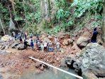 Pengerjaan bendungan di Desa Kahuku